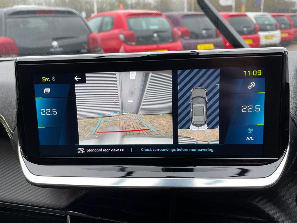delivery-mileage-e-2008-suv-touchscreen