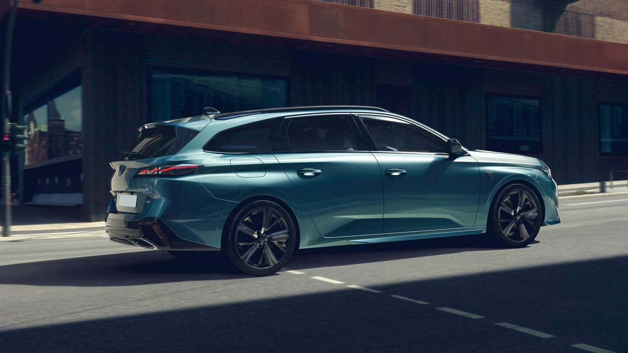 new-peugeot-308-sw-on-the-road