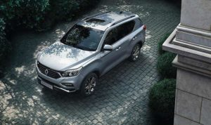 new-ssangyong-rexton-suv-2017-seven-seater-charters-reading-berkshire-gallery-1