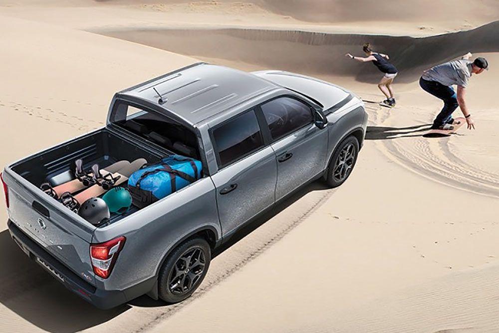 new-ssangyong-musso-pick-up-desert-drivingh