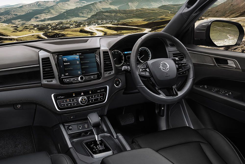 new-ssangyong-musso-pick-up-interior-dashboard