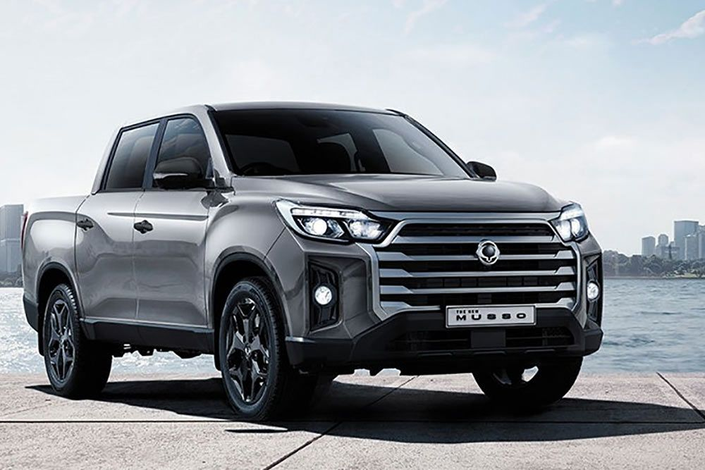 new-ssangyong-musso-pick-up-marble-grey-cityscape