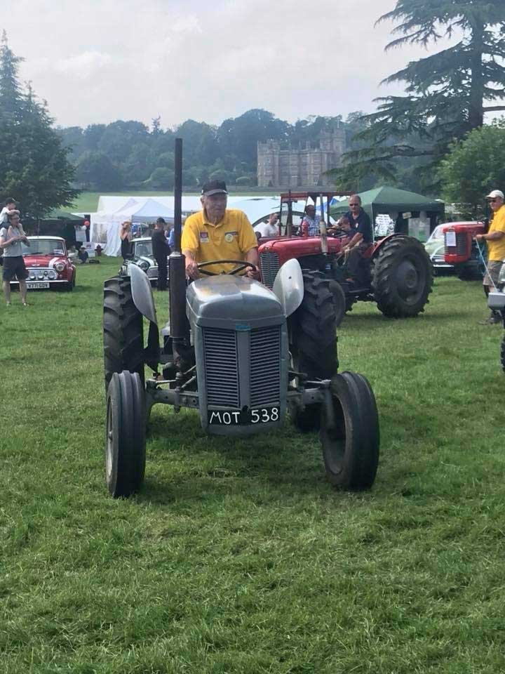 tractor-parade-berkshire-country-fayre-2019-englefield-estate-theale-3