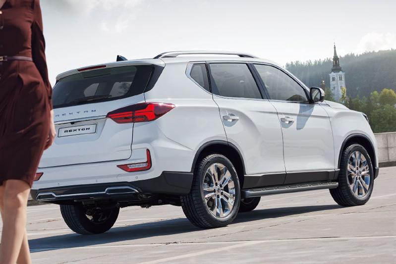 new-rexton-suv-rear-profile