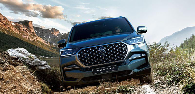 new-ssangyong-rexton-suv-off-roading