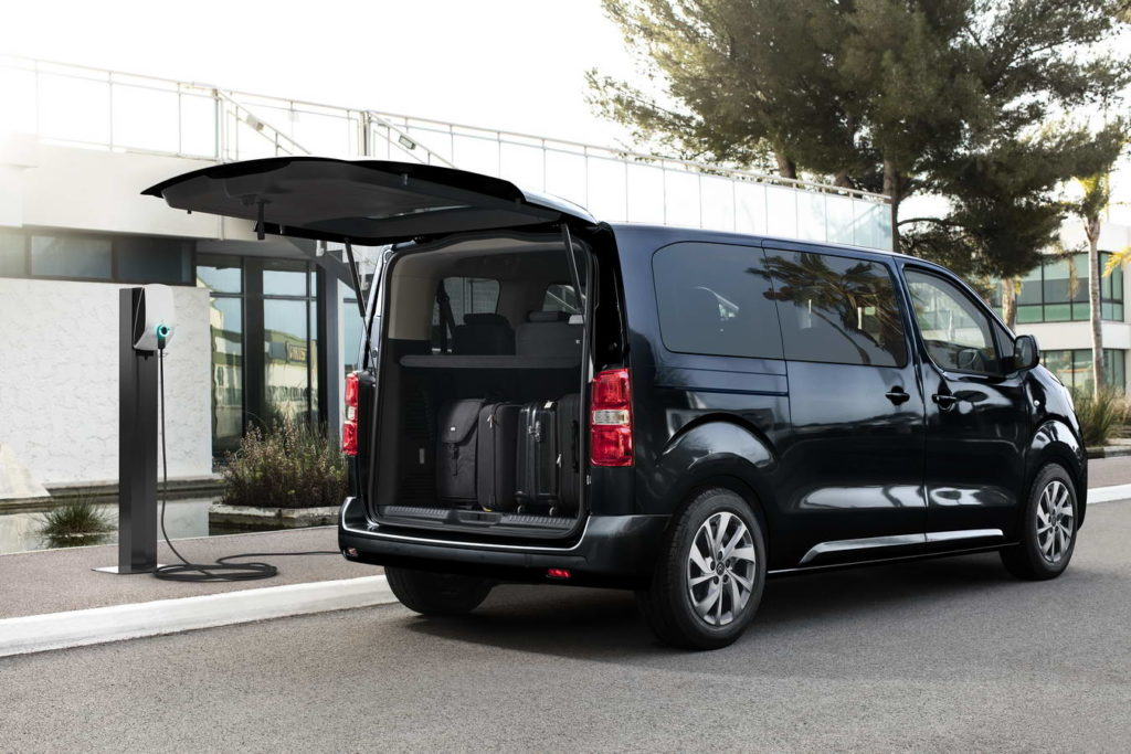new-citroen-e-spacetourer-all-electric-charging-and-loading