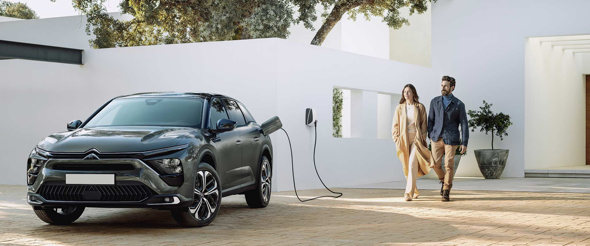 new-citroen-c5-x-electric-car