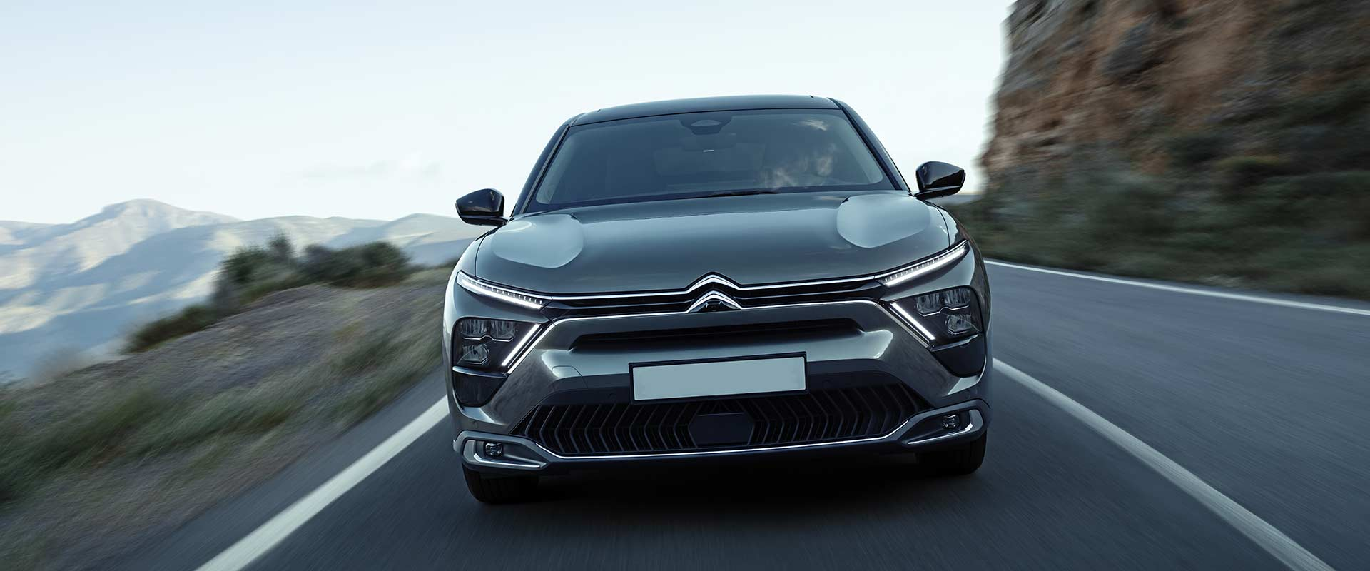 new-citroen-c5x-front-driving